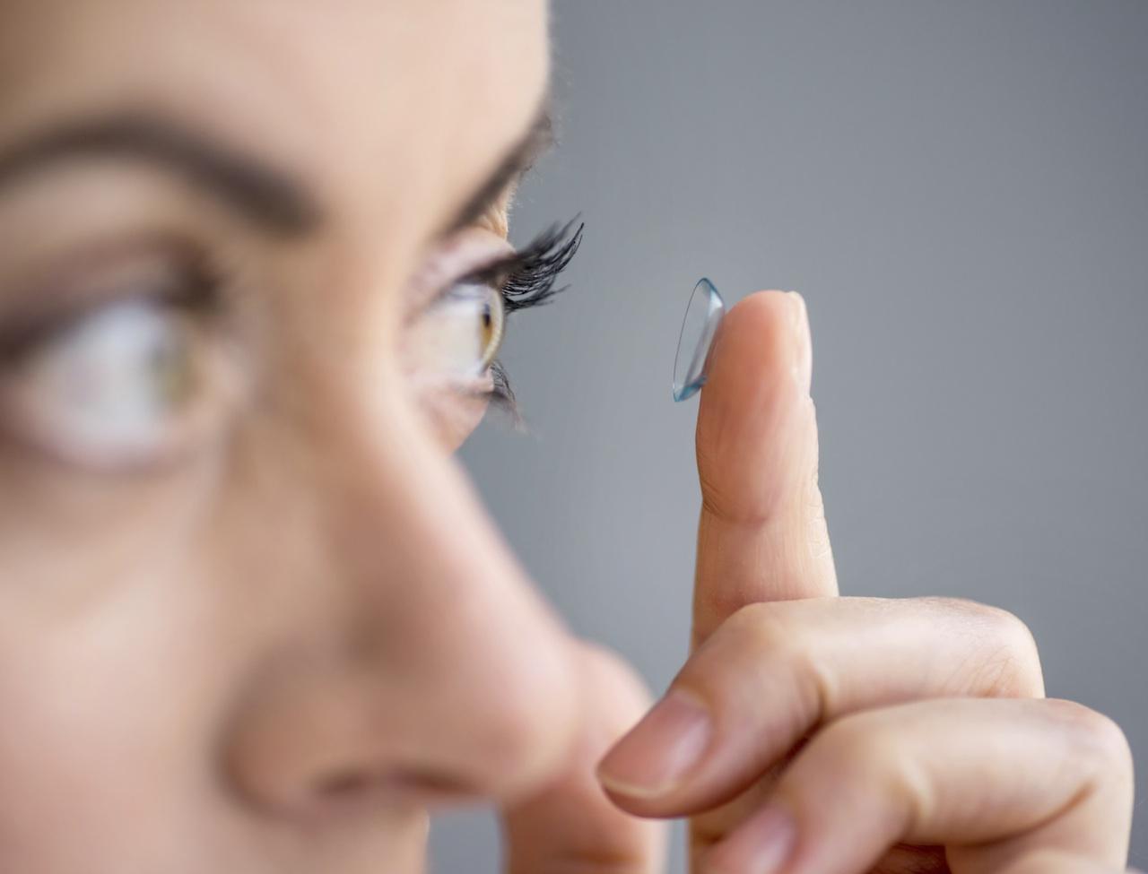 Lentilles de contact : la vue en rose